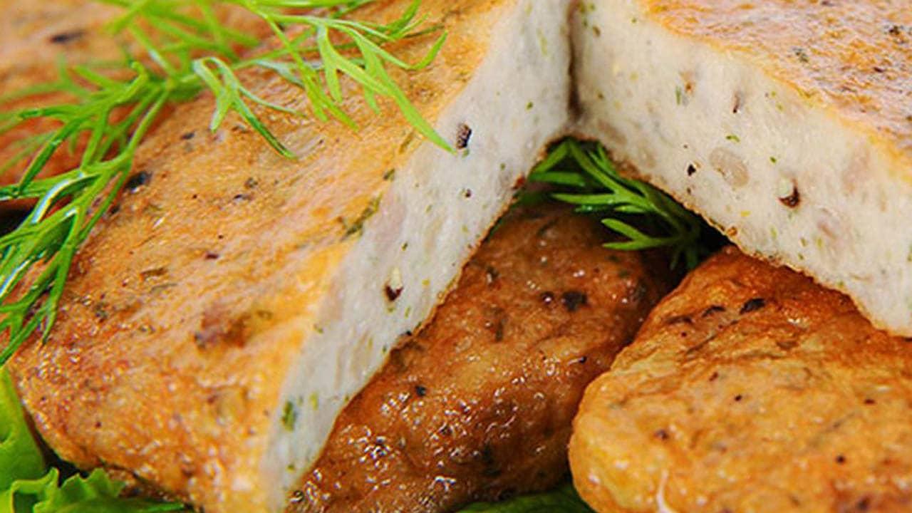 Những hương vị mặn mòi, dai ngon, hương thơm hấp dẫn, chả cá Quy nhơn được dùng để làm bún chả thơm ngon nức tiếng.