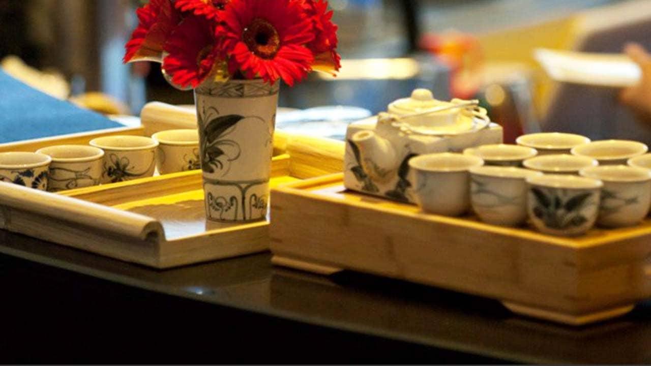 Tiệc trà chiều được phục vụ miễn phí trên du thuyền Bhaya. Nguồn: Internet