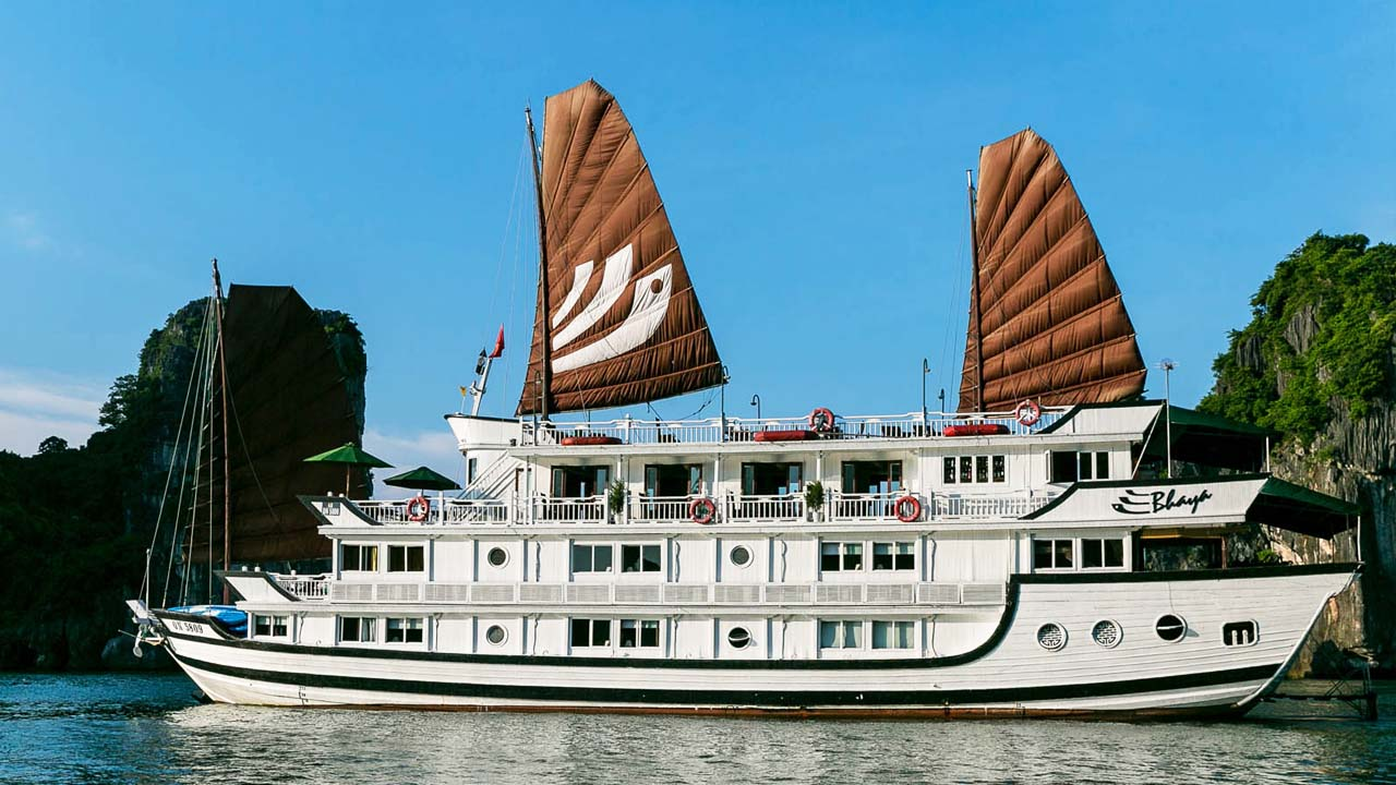 Du thuyền Bhaya Classic vỏ gỗ truyền thống. Nguồn: Internet