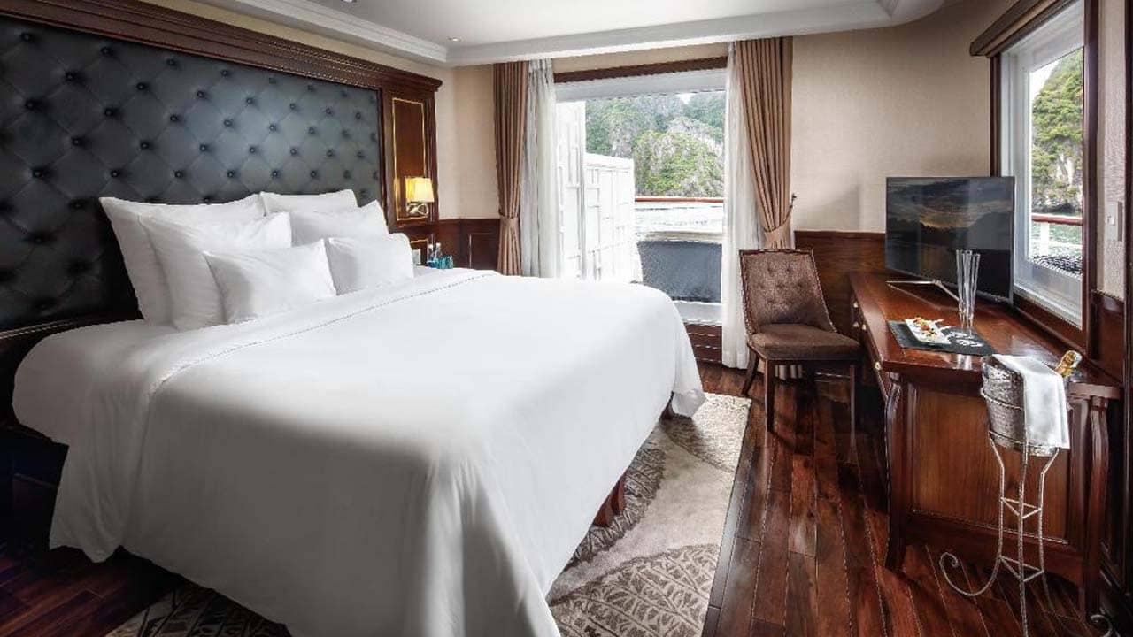 du-thuyen-paradise-elegance-suite-captain-view