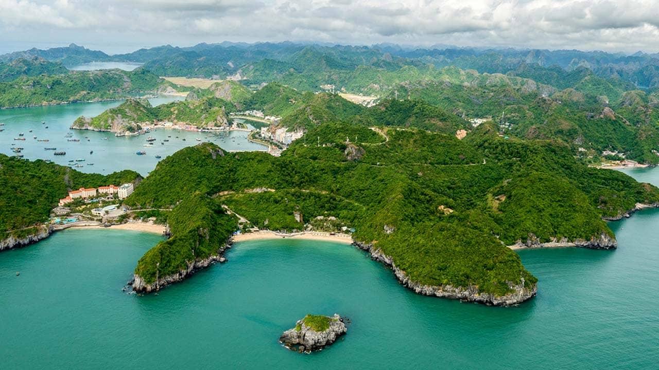 Tour Hạ Long 3 ngày 2 đêm ghé thăm quần đảo Cát Bà. Nguồn: Internet