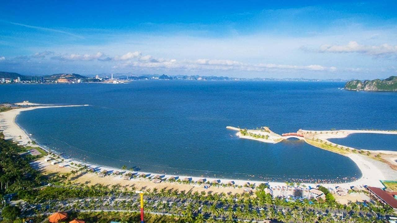 Bán đảo Tuần Châu với bãi biển trắng trải dài và vịnh Hạ Long ngay trong tầm mắt. Nguồn: Internet