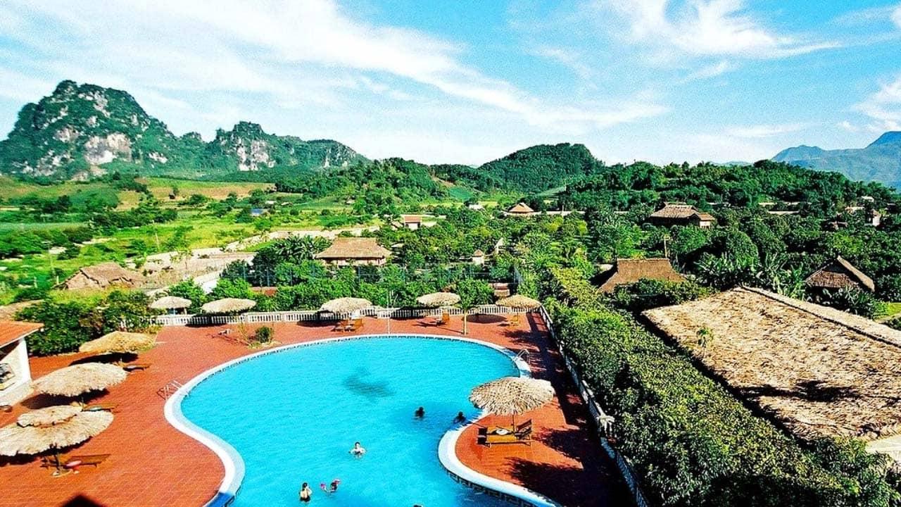 Bể bơi siêu rộng tại V resort