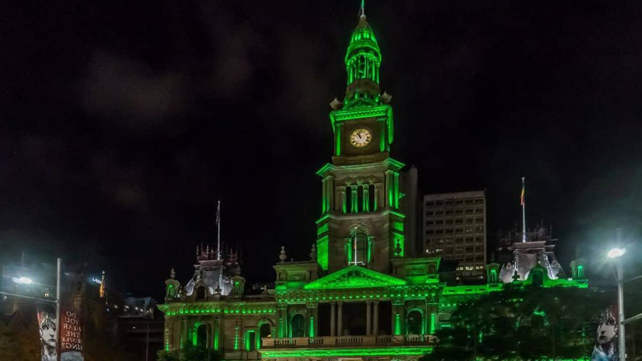Sydney Town Hall cũng lên đèn xanh ( Ảnh: Steve Groves).