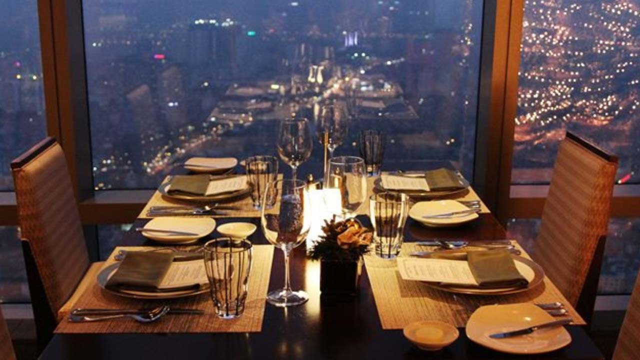 Bữa tối tại nhà hàng Grill tại tầng 63 Lotte Center Hanoi