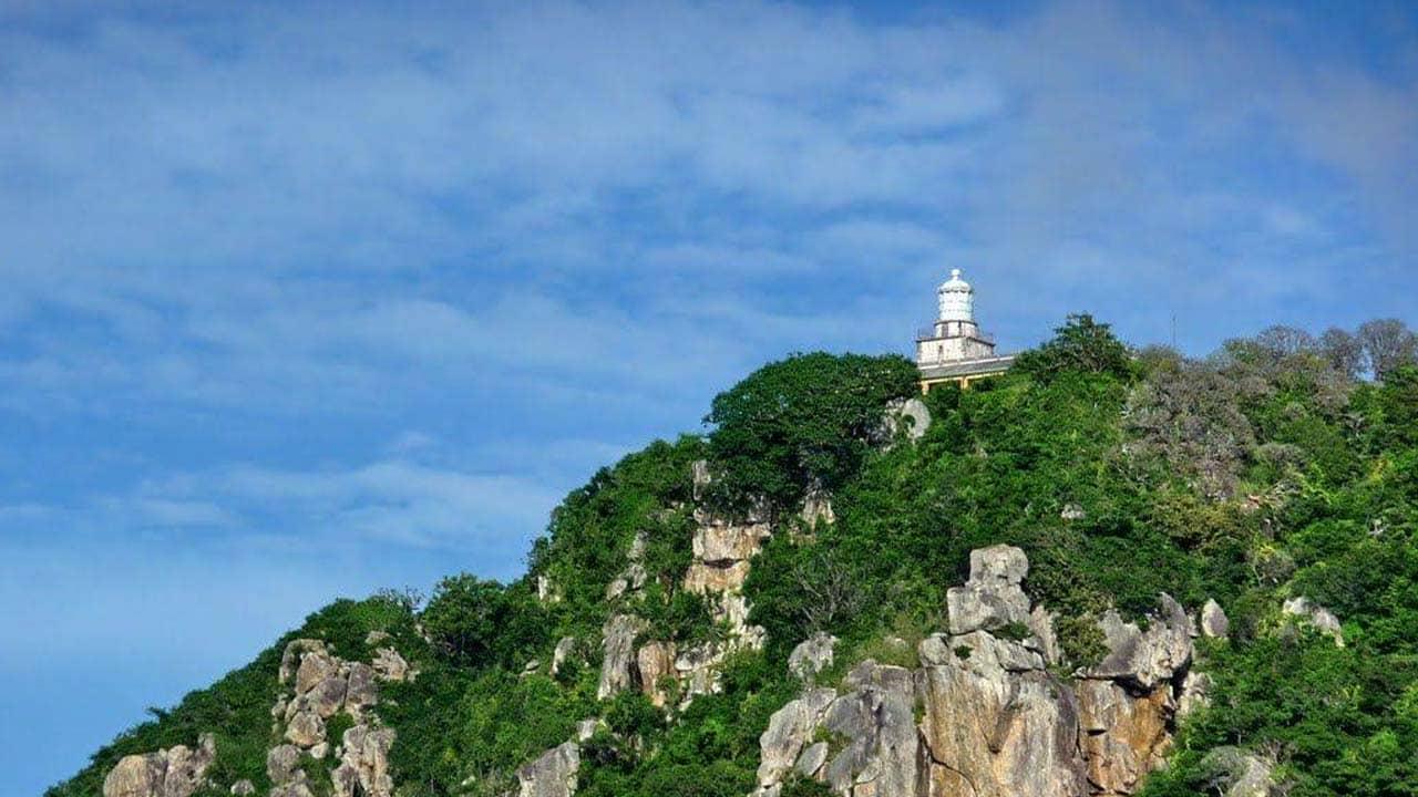 Ngọn hải đăng - Điểm du lịch Cô Tô du khách không nên bỏ qua. Nguồn: Internet