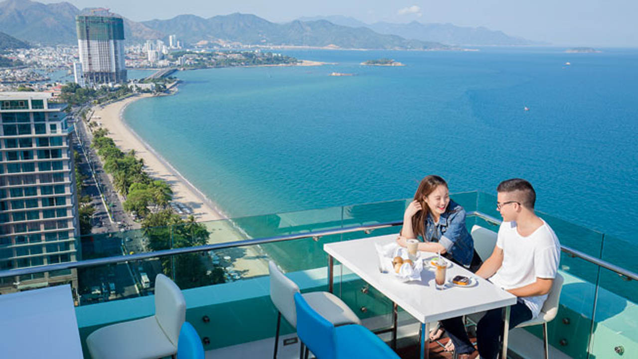 Altitude rooftop là địa điểm hẹn hò lý tưởng cho các cặp đôi