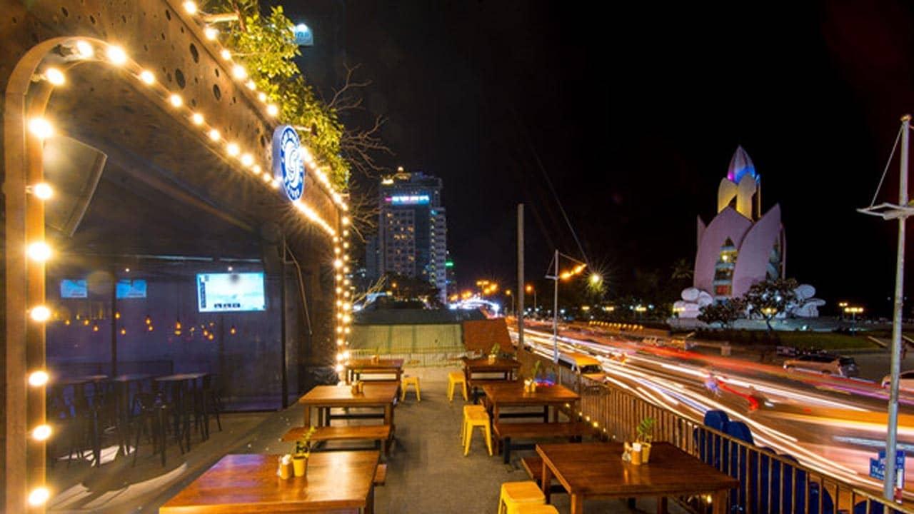 Guru Sport bar Nha Trang nhìn thẳng ra quảng trường 2/4