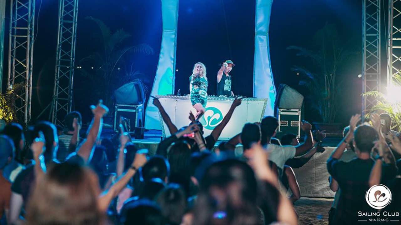 Tận hưởng những bữa tiệc âm nhạc tại Sailing Club in Nha Trang