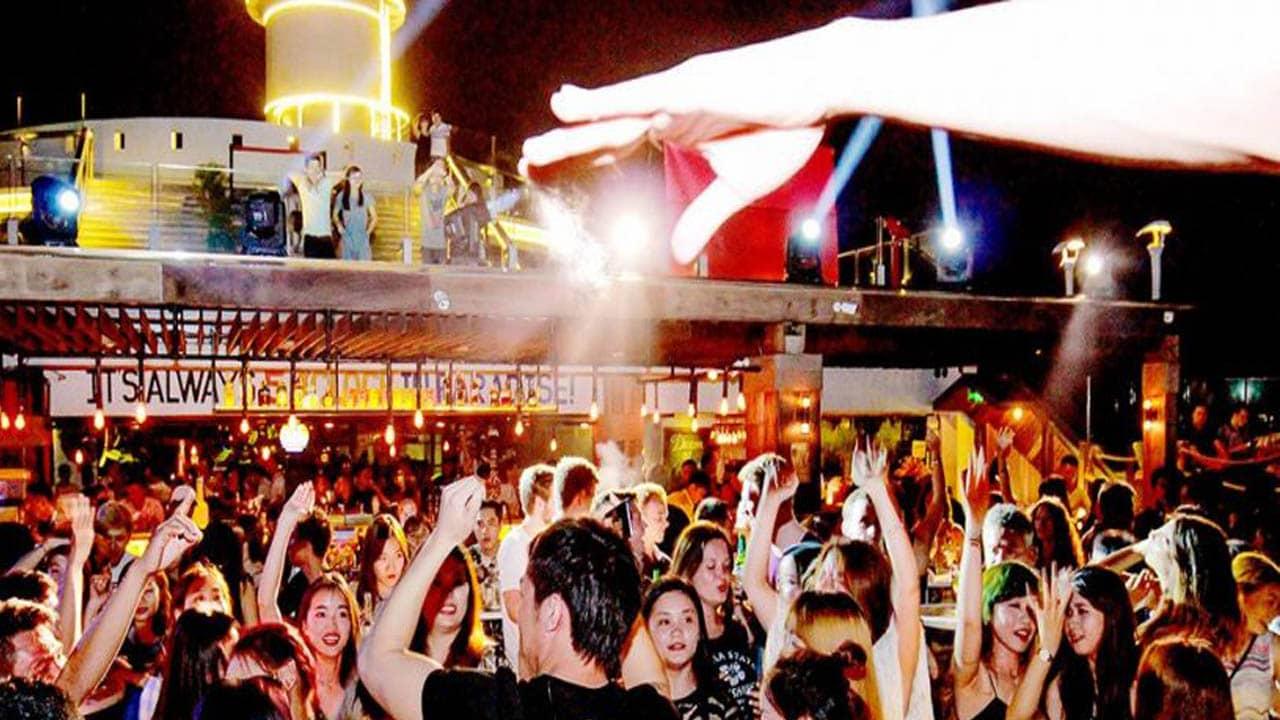 Tận hưởng những bữa tiệc âm nhạc , ánh sáng tại Skylight Nha Trang