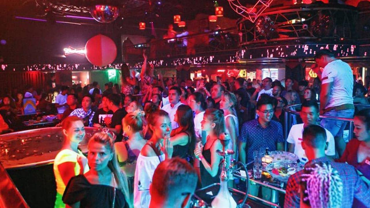 Không khí vui tươi bên trong Z Club mỗi đêm