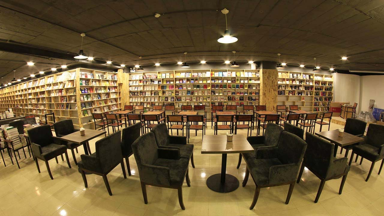 The East-West cultural space is the largest book cafe in Hanoi.  Source: Internet