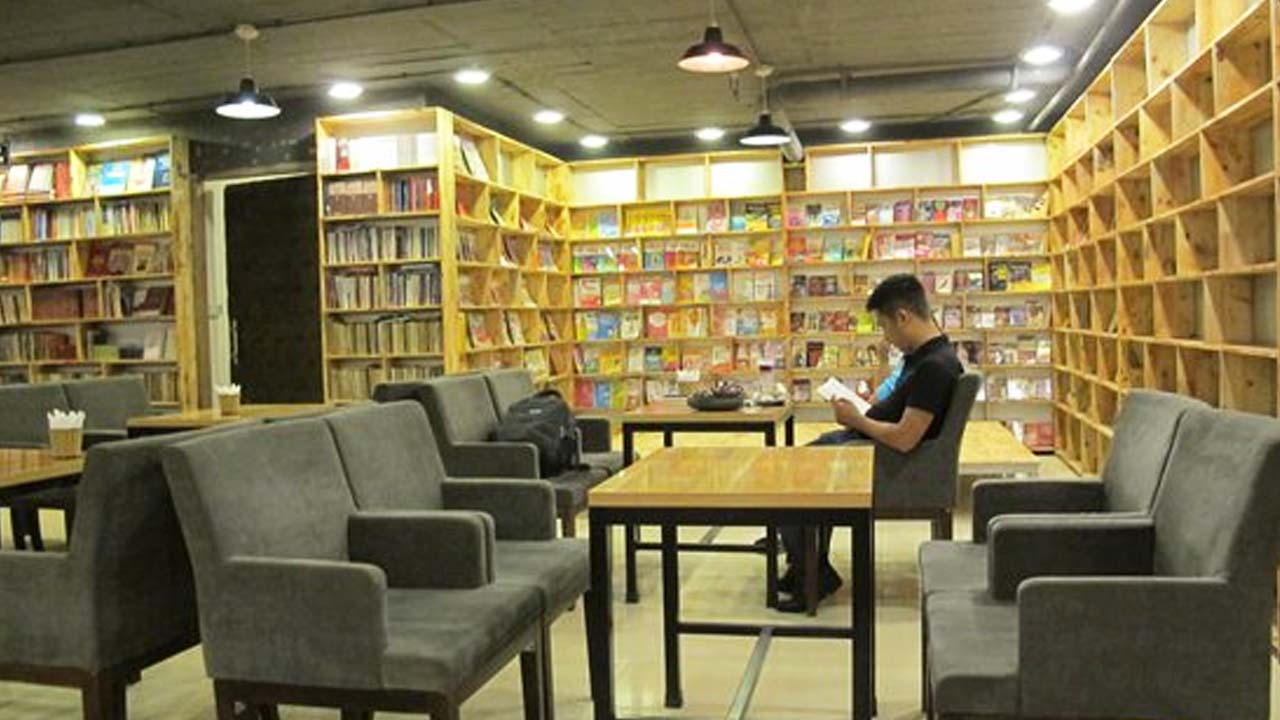 Guests can read books at the shop, if interested, they can buy or borrow them.  Source: Internet