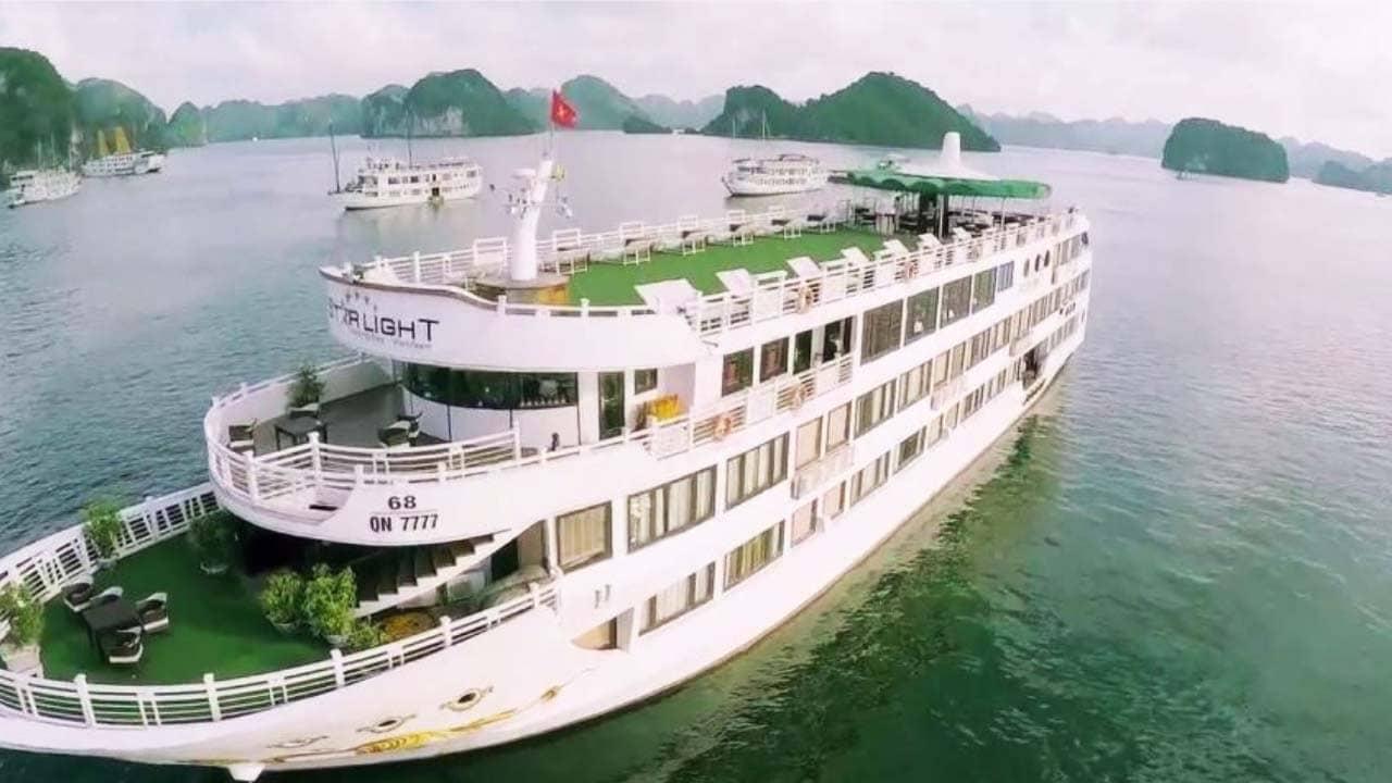 Combo Hạ Long kết hợp nghỉ tại du thuyền thăm vịnh. Nguồn: Internet