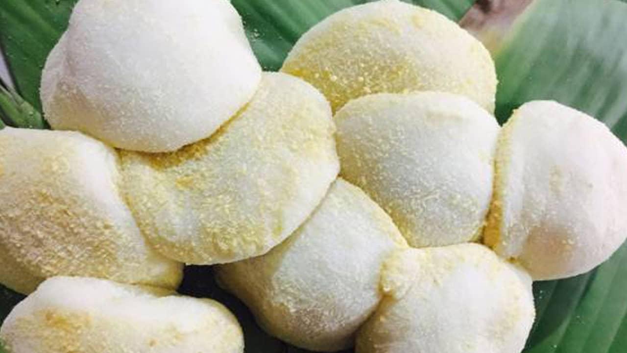 Bánh sẽ có màu trắng tinh, tròn trịa, dẻo dai và mùi thơm ngon đến khó cưỡng,