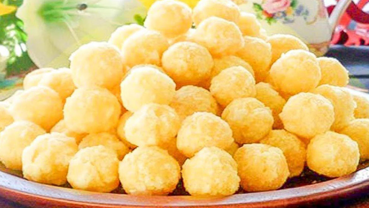 Đặc sản Nam Định nổi tiếng này vẫn khiến du khách thích thú bởi sự ngọt ngào, ngậy béo của trứng.