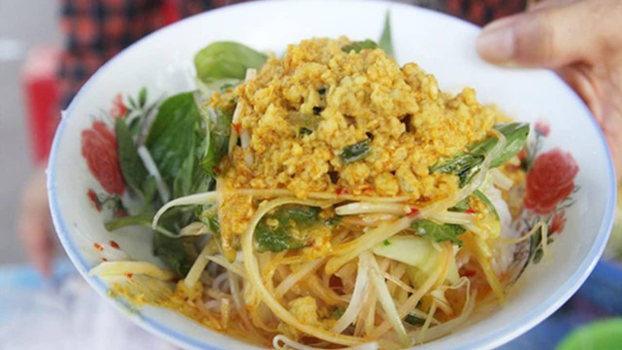 Bún kèn Phú Quốc được nấu bằng cá nhàu hay cá ngân đậm đà vị biển ahalong.com