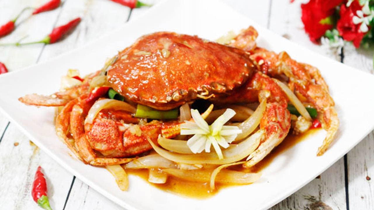 Ghẹ Hàm Ninh ở đây nổi tiếng với hương vị tươi ngon, chắc thịt ahalong.com