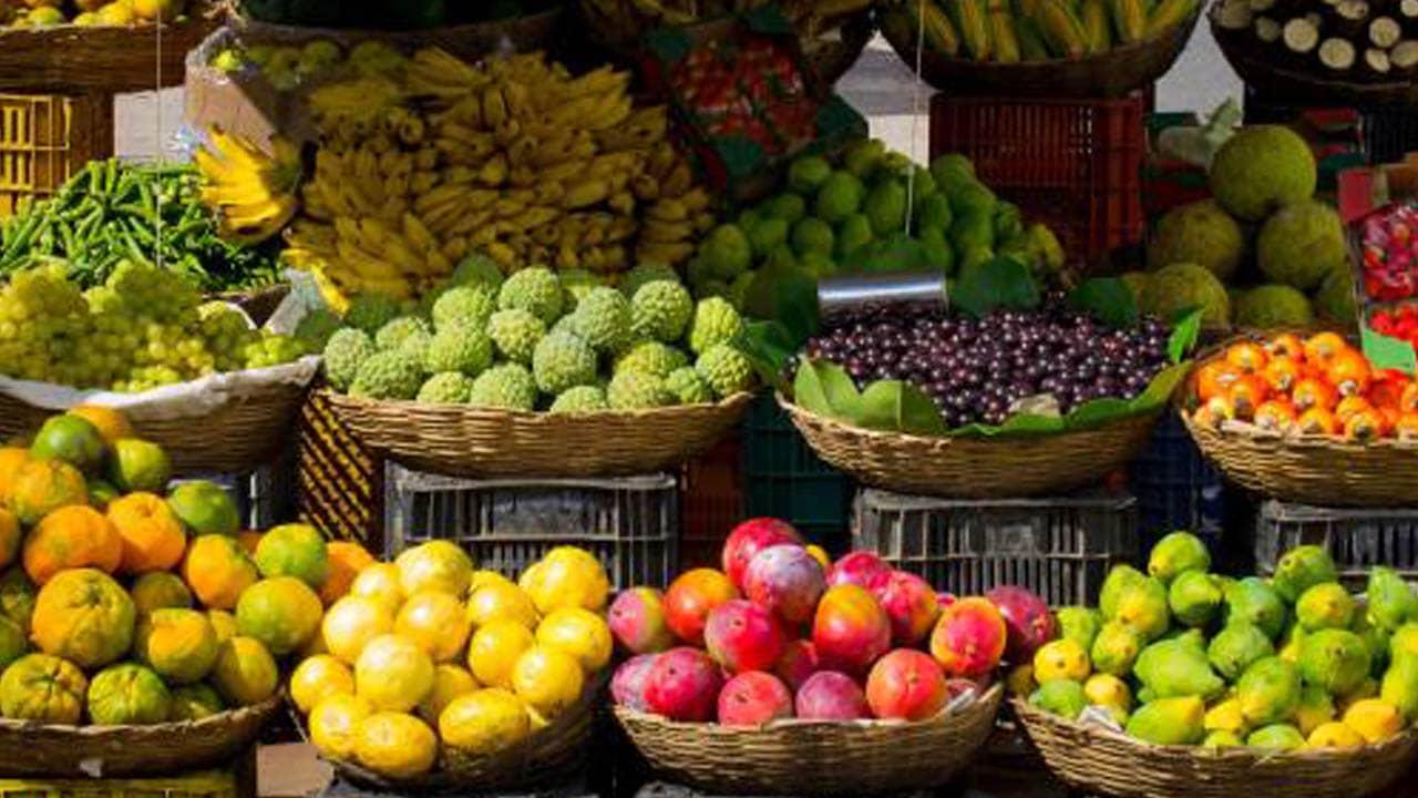 Ở khắp ngả đường, khu chợ hay ngõ hẻm, bạn đều có thể bắt gặp đủ loại trái cây vùng Nam Bộ