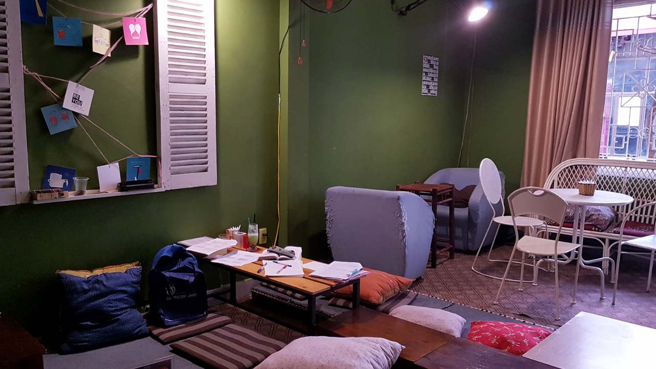 Friendly and cozy space at Hanoi Book cafe Bookn' Coffee.  Source: Internet