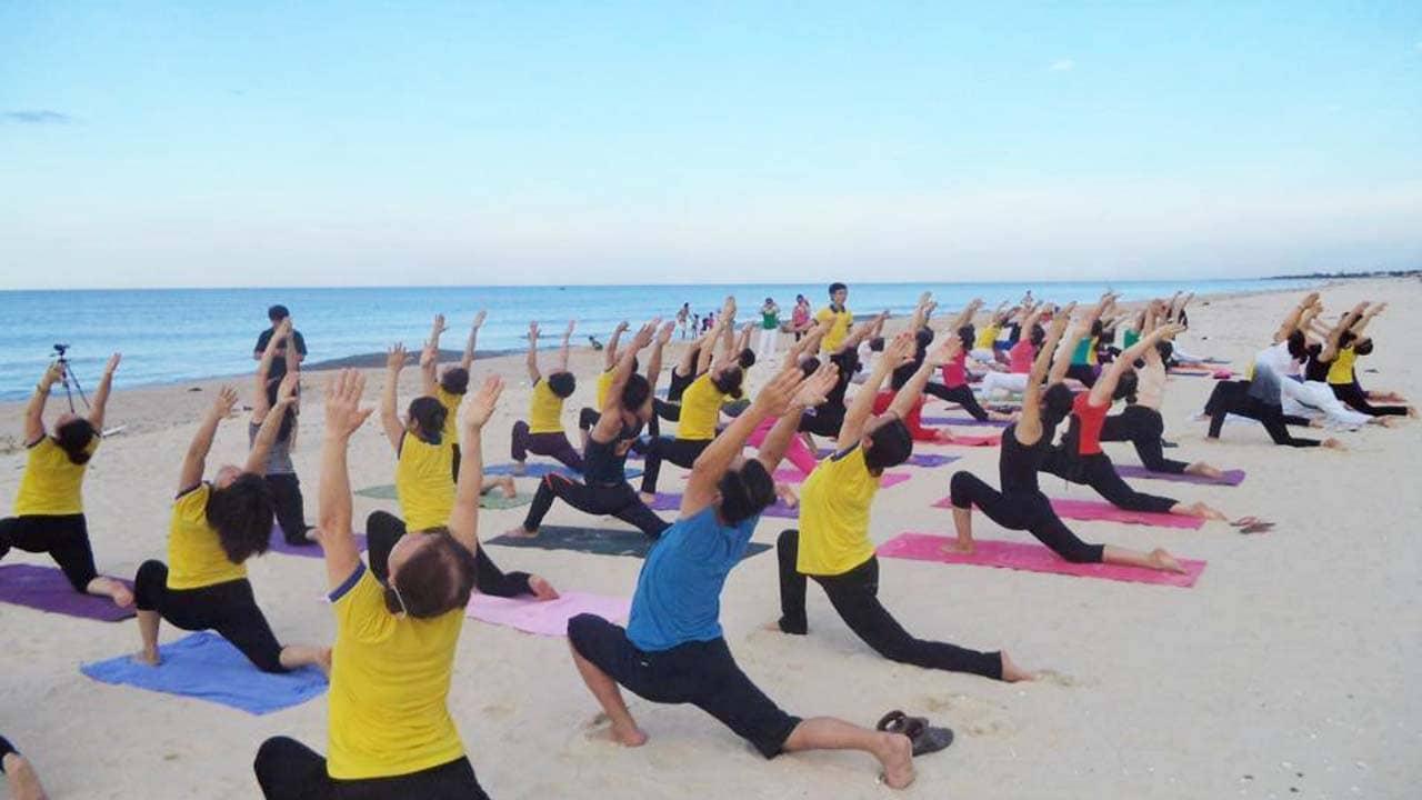 Một buổi ngoại khóa của trung tâm yoga Unesco Hà Nội với những bài tập cơ bản. Nguồn: Internet
