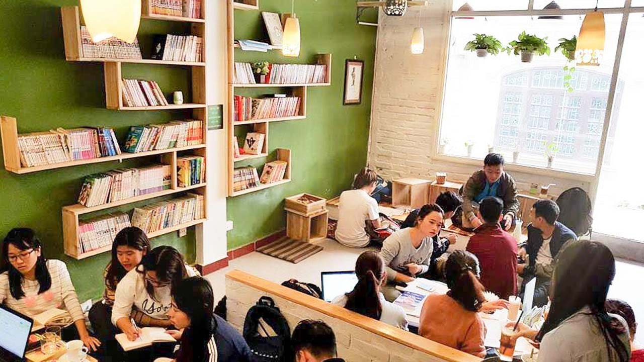 Book Cafe Hanoi Book' Coffee offers an ideal space for young people to gather.  Source: Internet