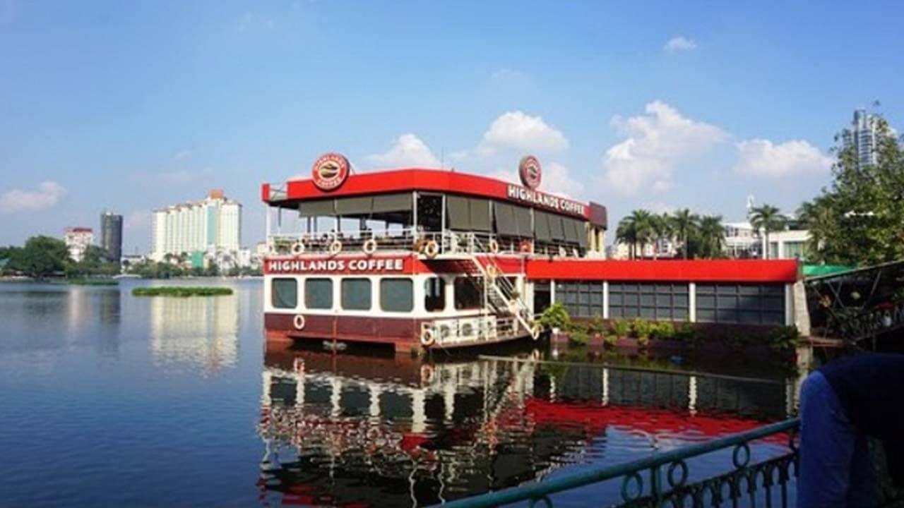 """Du thuyền Highlands hồ Tây là quán cafe view đẹp Hà Nội """"độc nhất vô nhị"""". Nguồn: Internet"""