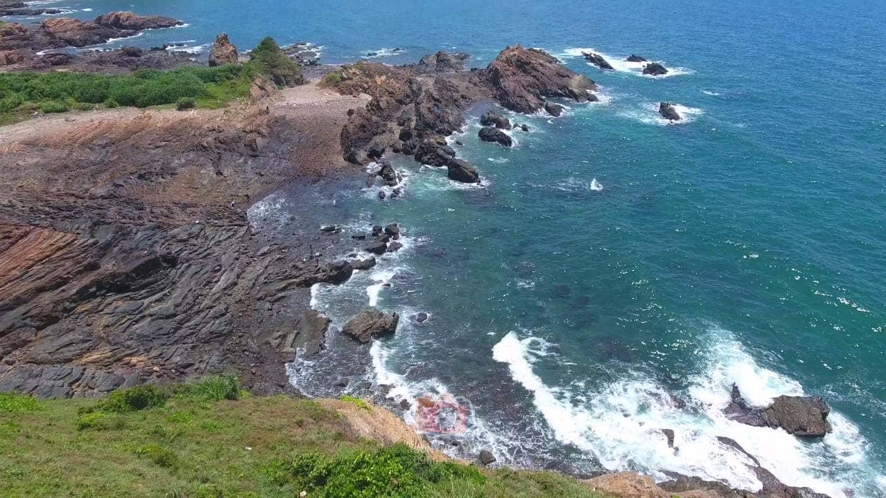 Bãi đá Cầu Mỵ – Điểm ngắm bình minh đẹp nhất đảo Cô Tô. Nguồn: Internet