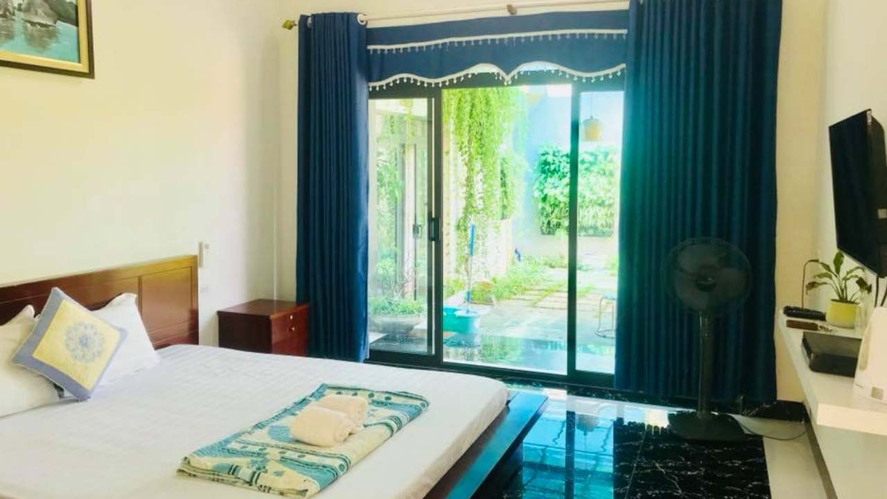 Phòng nghỉ khang trang, thoáng đãng và đủ tiện nghi cơ bản tại Cô Tô Center Homestay. Nguồn: Internet