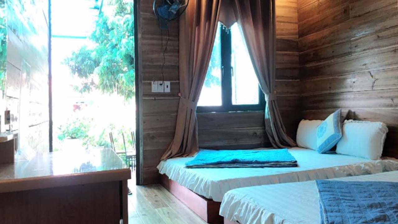 Phòng nghỉ gỗ tại homestay Cô Tô Anh Kiệt. Nguồn: Internet