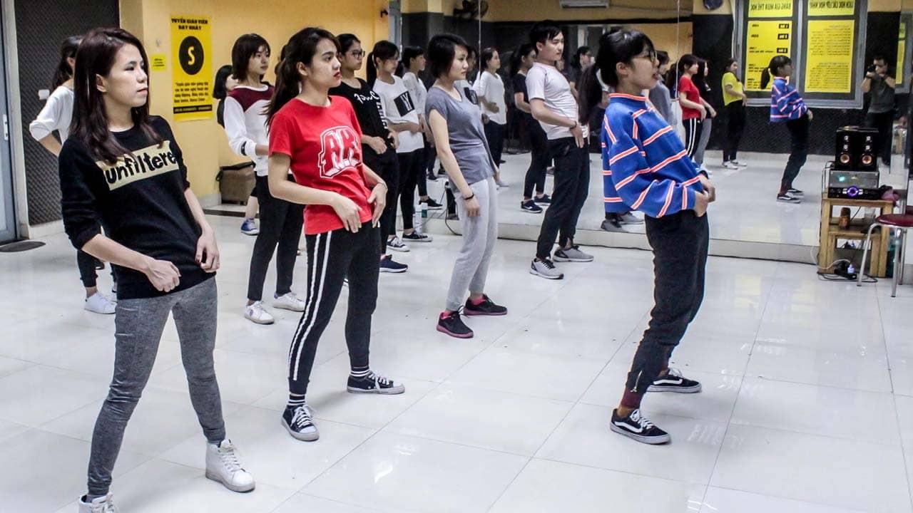 Lớp nhảy năng động cho các bạn trẻ muốn giảm cân. Nguồn: Internet