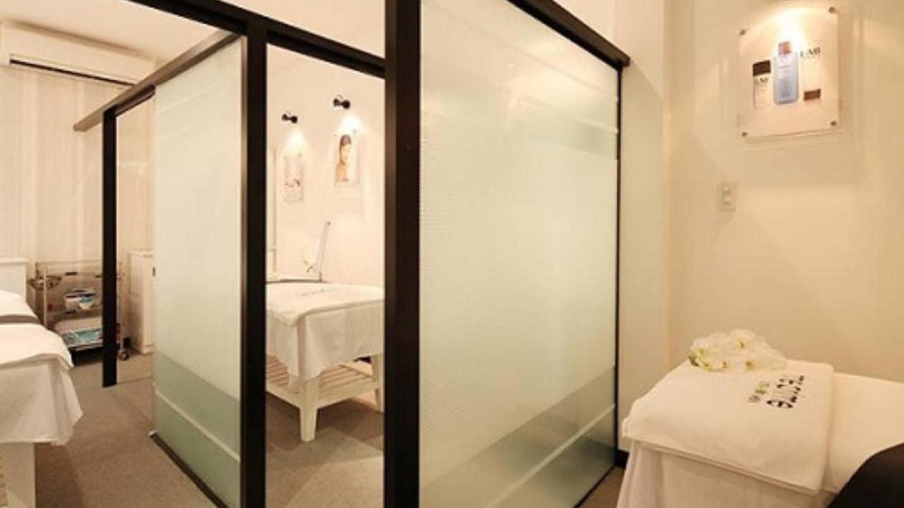 Các phòng massage được thiết kế hiện đại, đơn giản tạo cảm giác thư giãn nhẹ nhàng