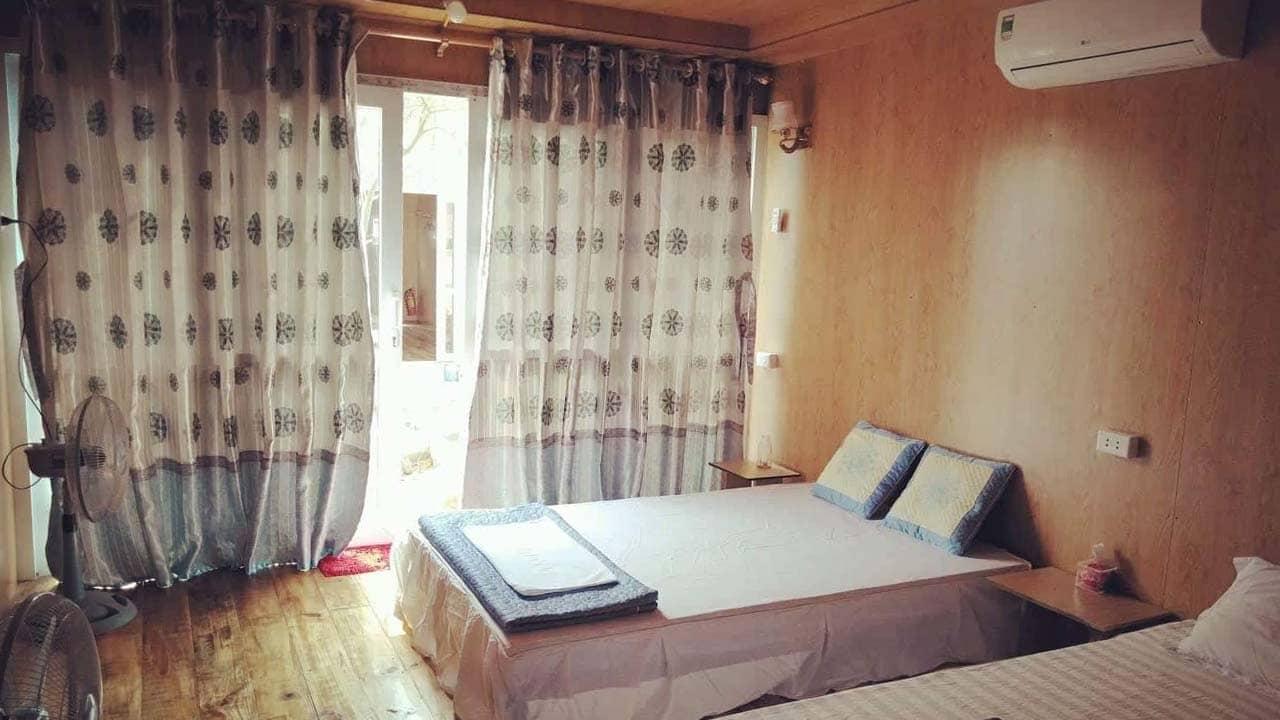 Bên trong căn bungalow ở Hồng Vàn Homestay Cô Tô. Nguồn: Internet