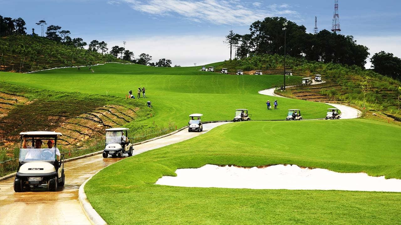 Xe đưa đón du khách tận nơi của sân Golf FLC Quảng Ninh. Nguồn: Internet