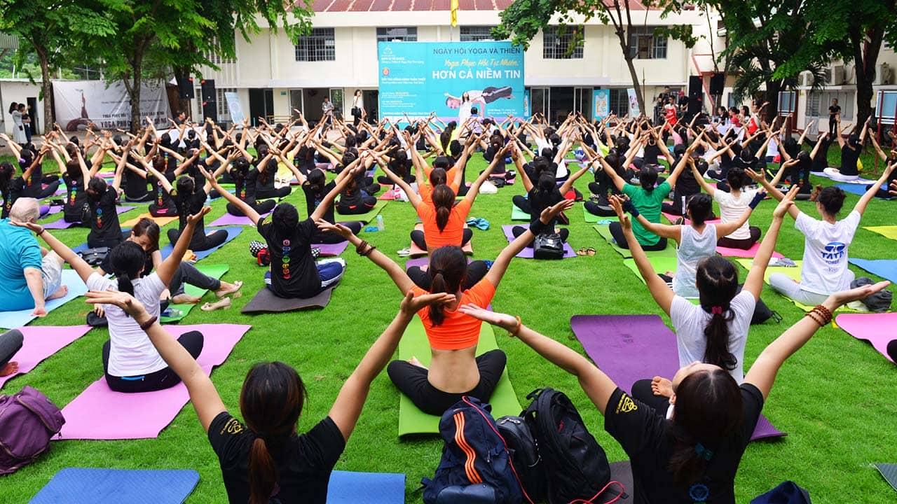Ngày hội yoga và thiền tại Trái Tim Vàng được rất nhiều học viên tham gia. Nguồn: Internet