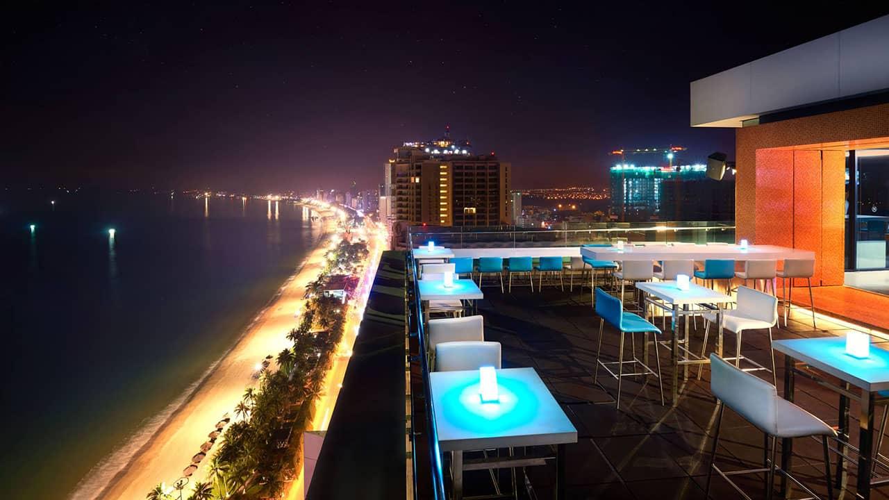Altitude Rooftop là địa điểm hẹn hò với không gian lãng mạn