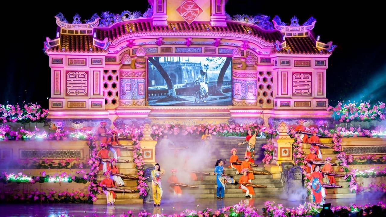 Du khách được mãn nhãn với chương trình nghệ thuật Festival nghề truyền thống Huế
