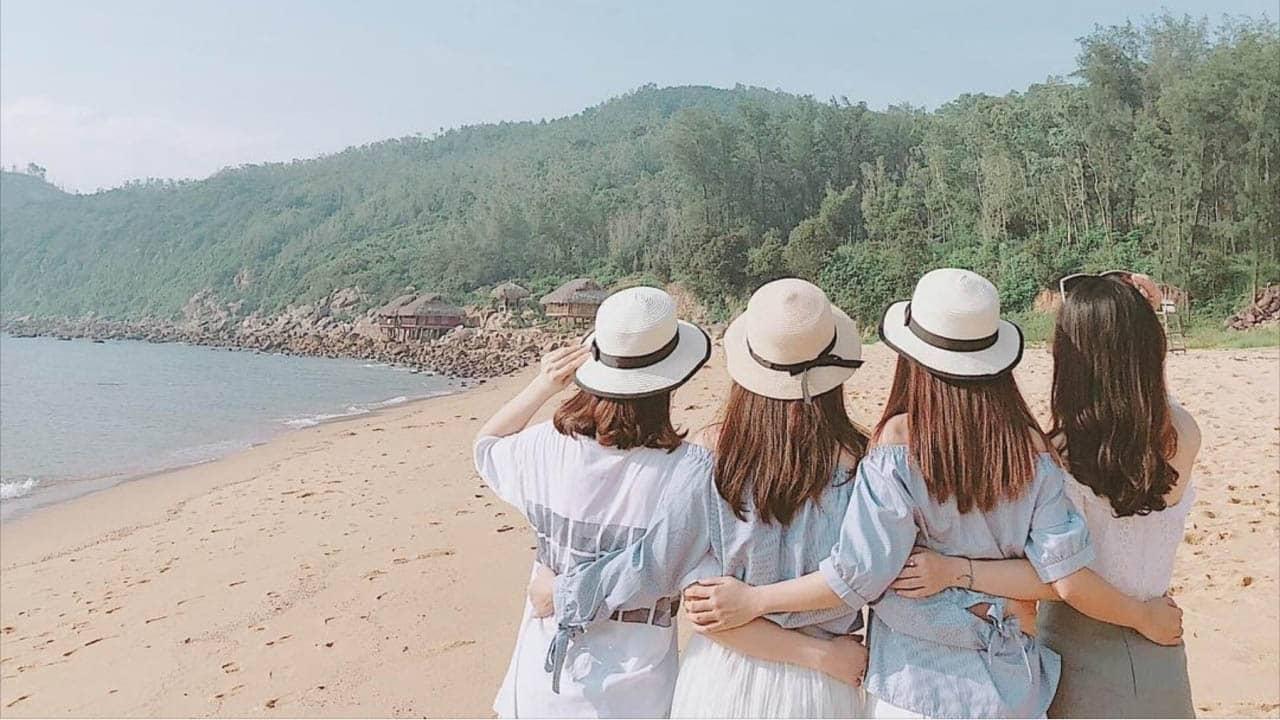 Cùng bạn bè ghé biển Bãi Đông Thanh Hóa
