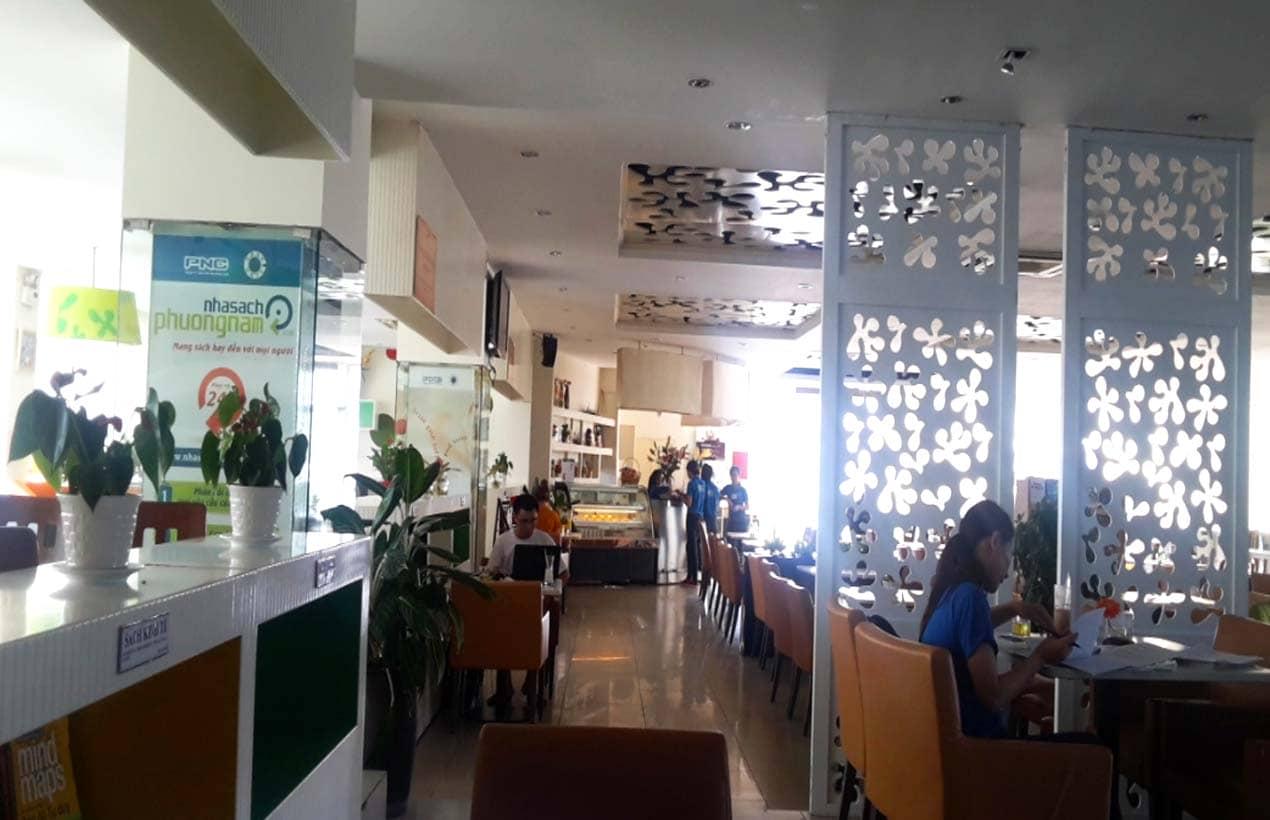 Book cafe sách Phương Nam là địa điểm nhiều bạn trẻ chọn làm nơi học tập, làm việc
