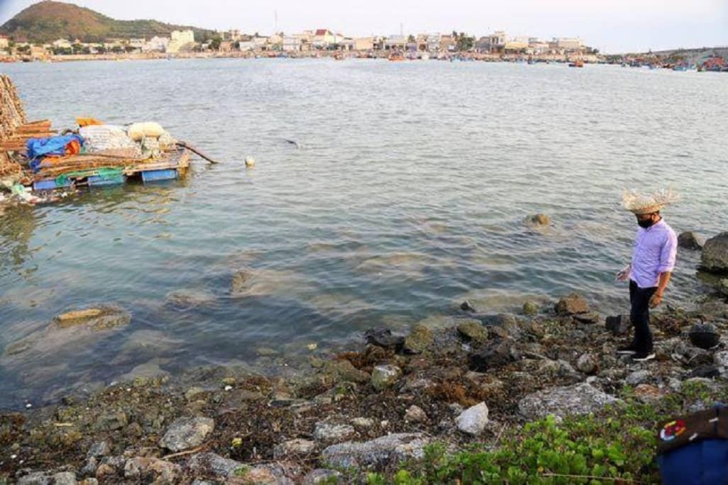 Hãy nhìn vào thành quả của họ, bạn có công nhận rằng Lý Sơn vẫn trong lành và biển vẫn xanh khi lớp rác thải từ những người vô ý thức được dọn đi?
