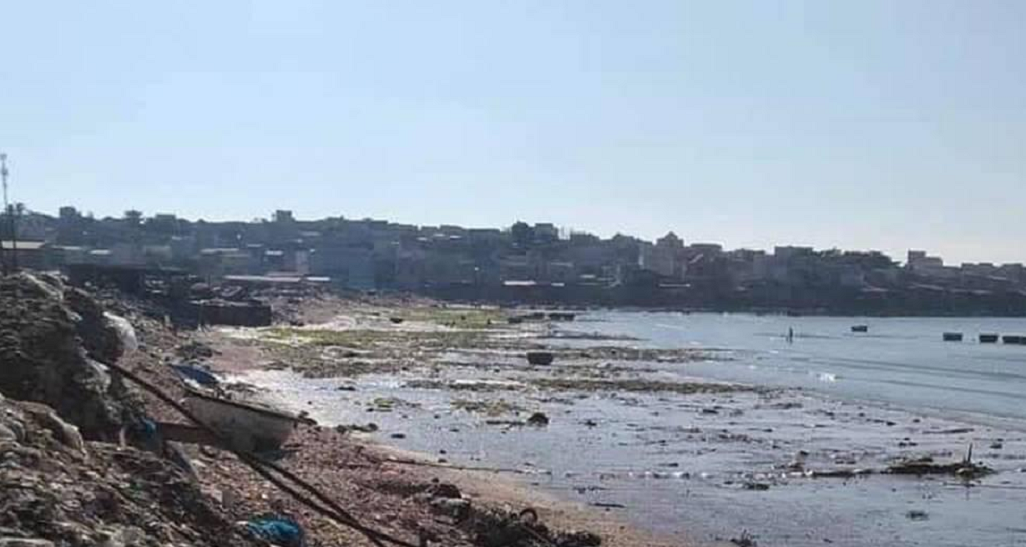 Bãi rác sau khi được dẹp sạch sẽ không còn nhếch nhác, nét đẹp vốn có của bãi biển đã dần lộ ra