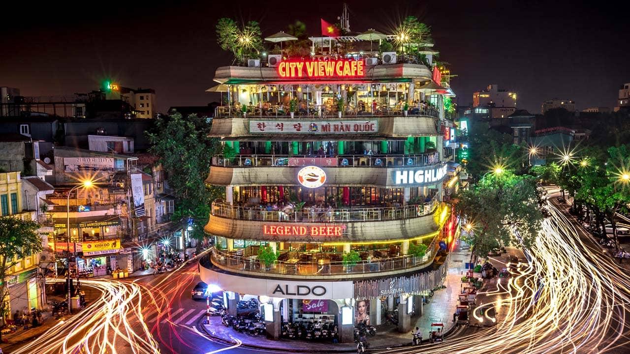 Tòa nhà Hàm Cá Mập lộng lẫy về đêm. Nguồn: Internet