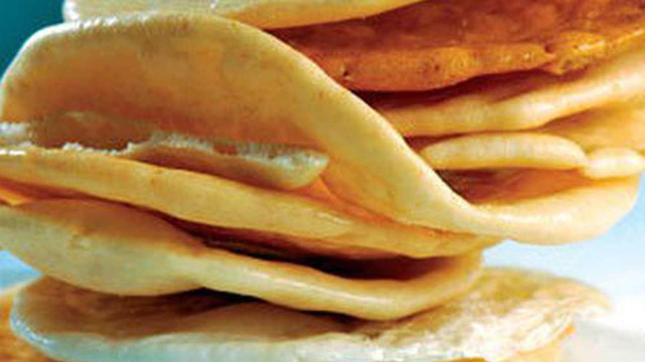 Bánh phồng Sơn Đốc chiếm được nhiều cảm tình của khách du lịch bởi độ thơm, giòn rụm đầy hấp dẫn