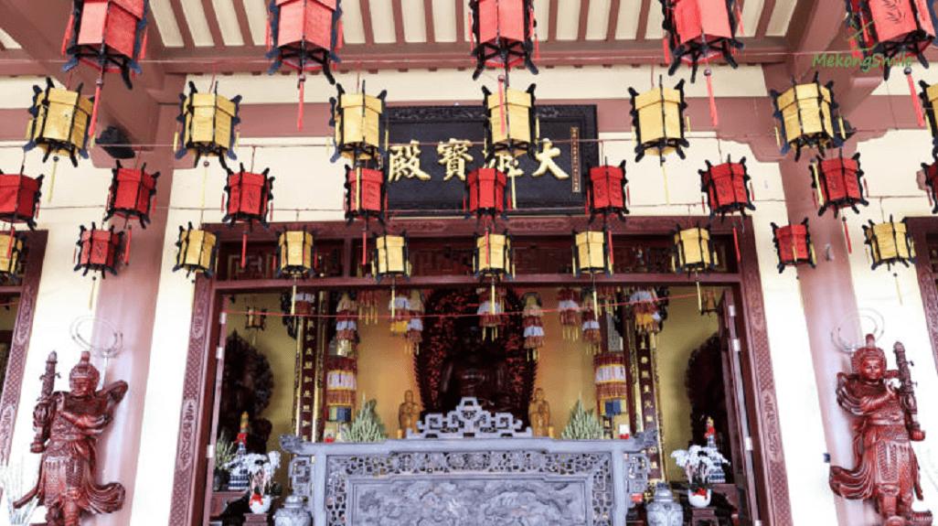 Quang cảnh trong chùa