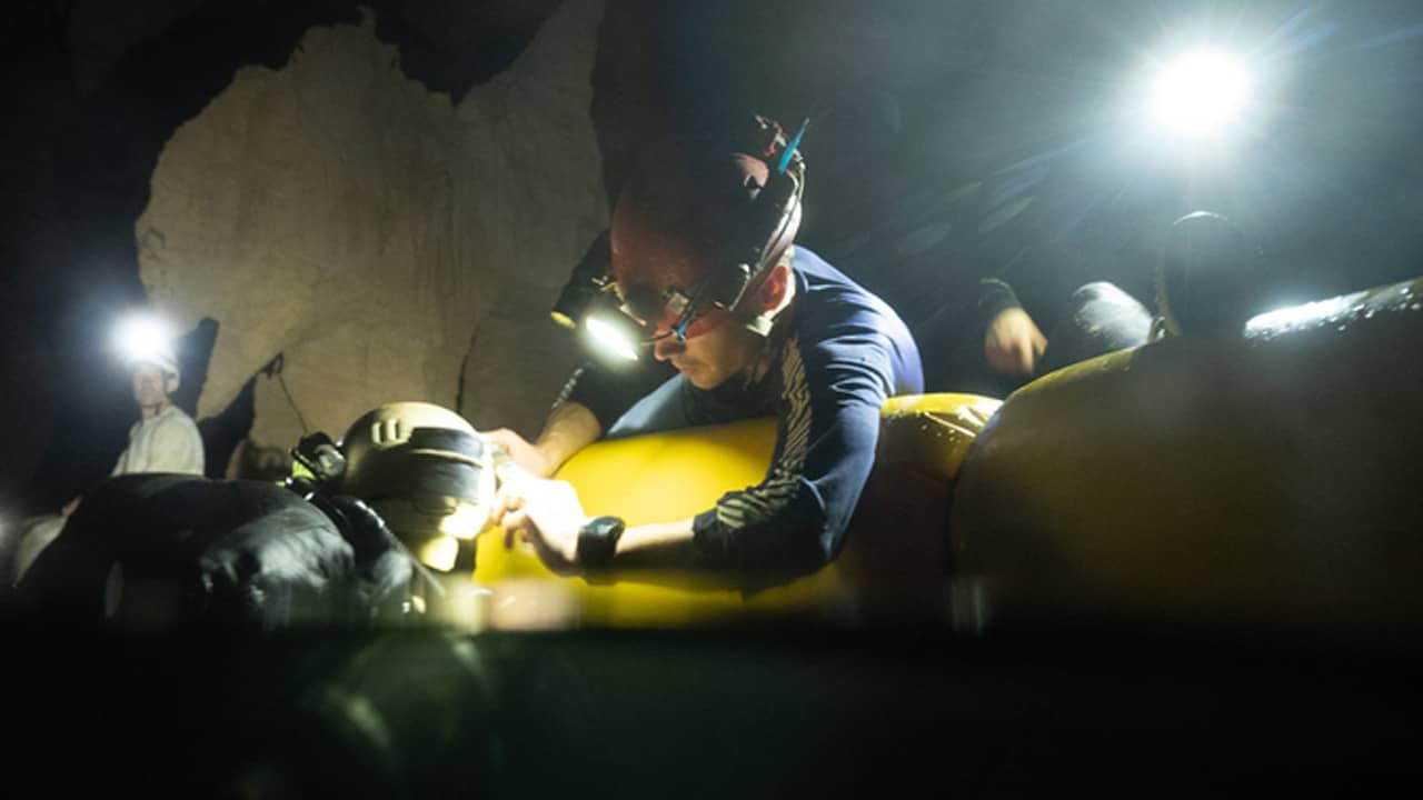 Rick Stanton, thành viên từng giải cứu đội bóng nhí Heo Rừng ở Thái Lan, cho hay: Tháng 3-4 là khoảng thời gian thích hợp nhất để lặn, mực nước sông trong hang xuống thấp, thời tiết mát mẻ và cho tầm nhìn dưới nước tốt