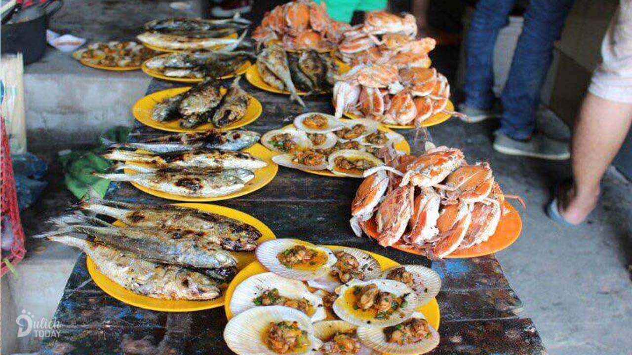 Hải sản tươi rói chế biến tại chỗ, giá lại rẻ là điểm níu chân biết bao du khách tại khu du lịch Viễn Đông Hồ Cốc