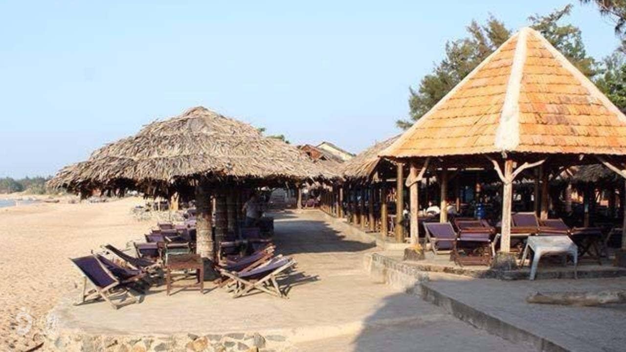 Khu nhà chòi trên biển khang trang và dân dã tại khu du lịch Viễn Đông Hồ Cốc