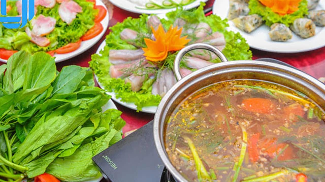 Một suất lẩu cá khoai sẽ khiến bạn say ngay món ngon đặc sản Quảng Bình hấp dẫn này.