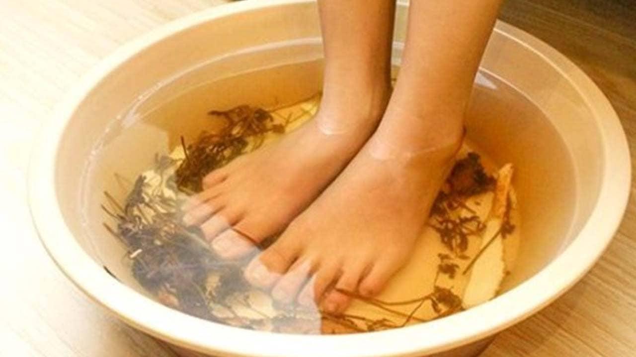 Ngâm chân thảo dược tại Lotus Spa Hà Nội. Nguồn: Internet