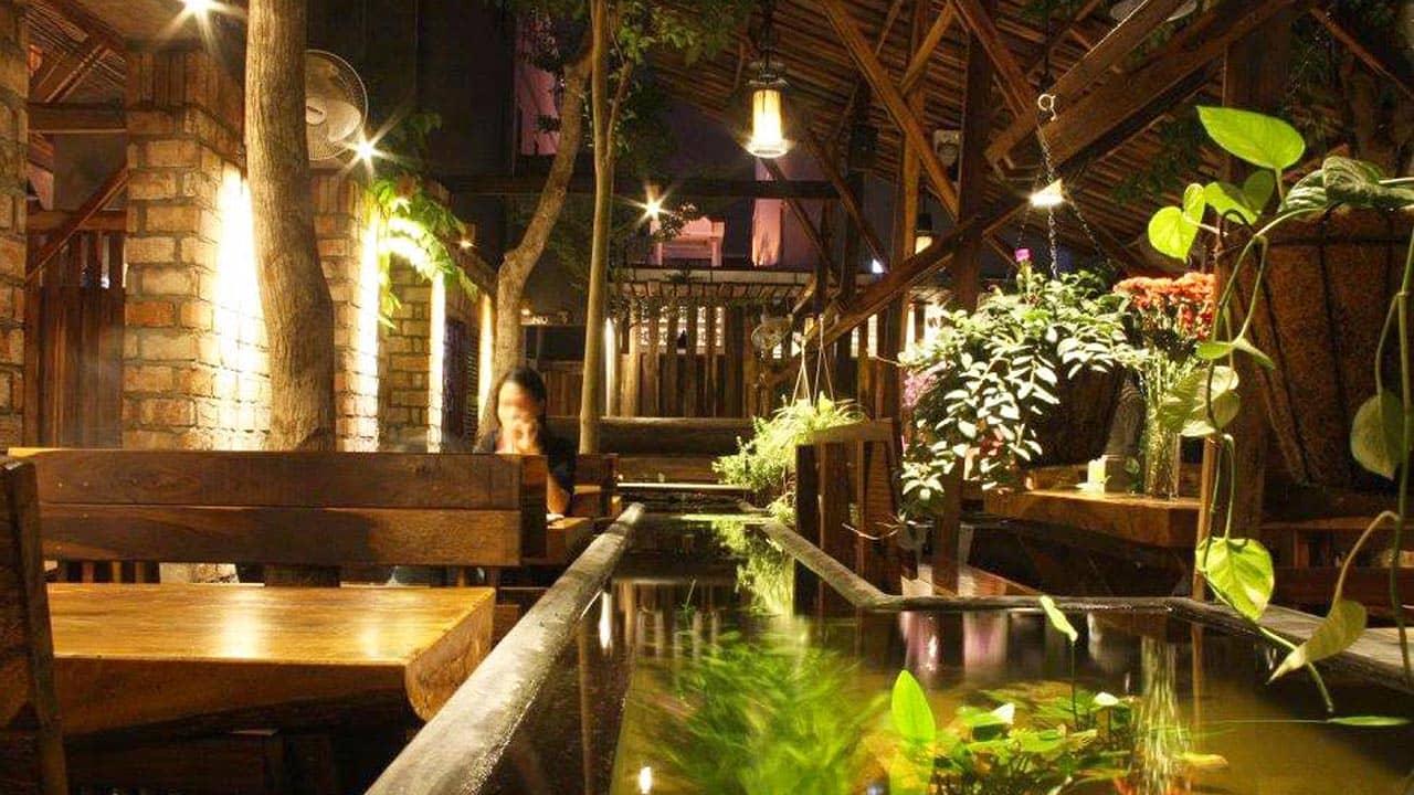 An cafe – quán cà phê với không gian từ gỗ cổ kính